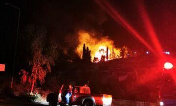 Βαθύ Σάμου: Φωτιά στη δομή προσφύγων (vids)