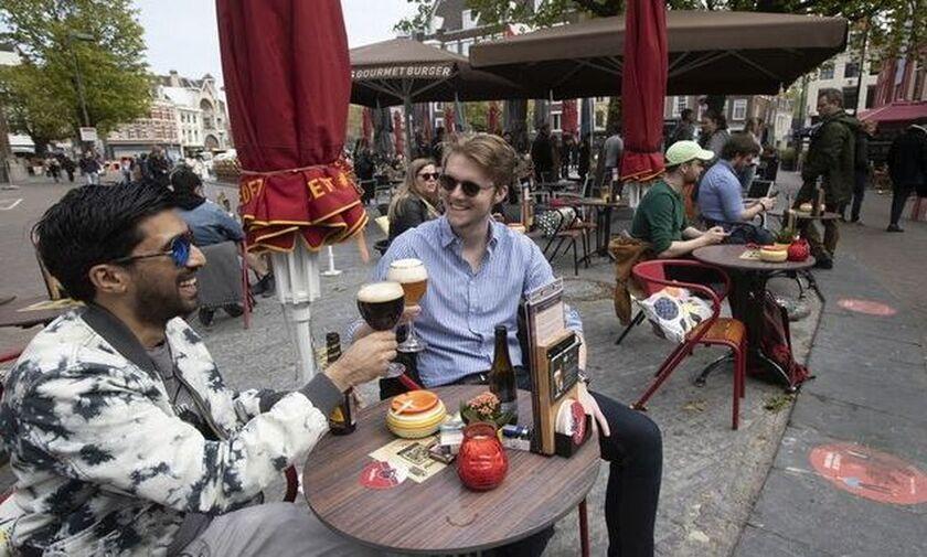 Ολλανδία - Κορονοϊός: Χωρίς πάσο στα μπαρ, αλλά με πάσο στην τουαλέτα