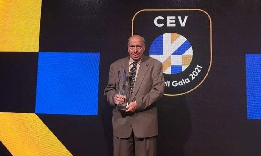 Ο Θανάσης Μπελιγράτης τιμήθηκε από την CEV (vid)