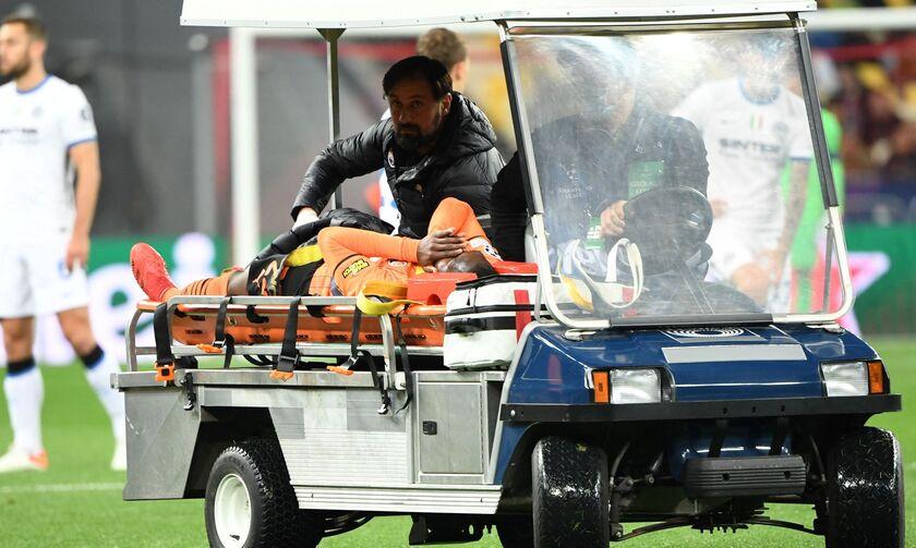 Σαχτάρ - Ίντερ: O τρομακτικός τραυματισμός του Τραορέ, δίπλωσε το γόνατό του (vid)