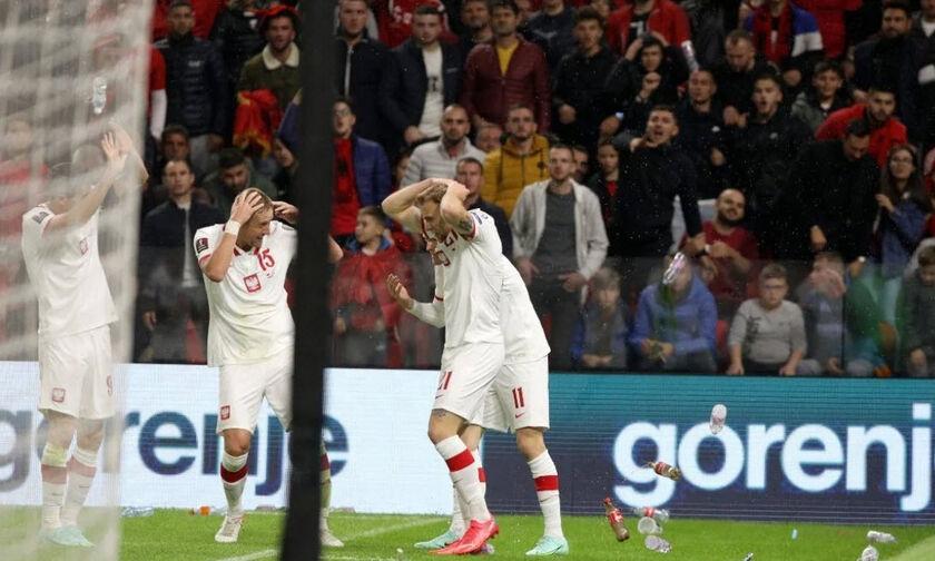 «Βροχή» από μπουκάλια στον Σβιντέρσκι, στο γκολ εναντίον της Αλβανίας (vid)