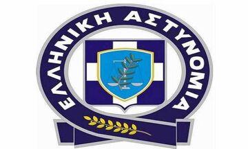 Αστυνομικός πυροβόλησε κατά λάθος δύο φορές μέσα σε τμήμα της Αθήνας! (vid)